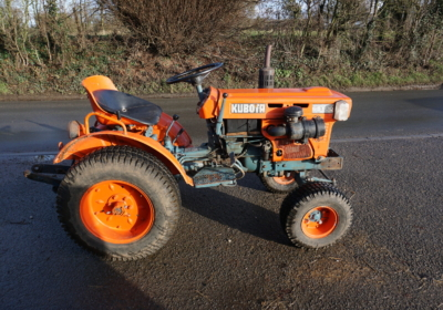 Kubota B5100 compact tractor