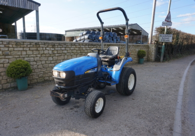 New Holland TC21D compact tractor, small tractor, garden tractor