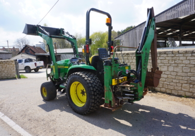John Deere 4200 compact loader tractor, small tractor with back actor