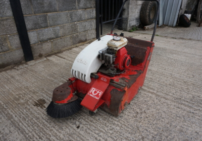 Brava 500 floor sweeper, petrol powered floor sweeper